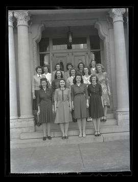 Marylhurst College students on steps of administration building, 1944?