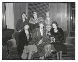 Amelia Earhart and five unidentified women