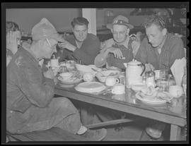 War industry workers in dining room at Albina Engine & Machine Works, Portland