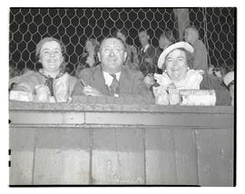 Pruner family?, seated in stands
