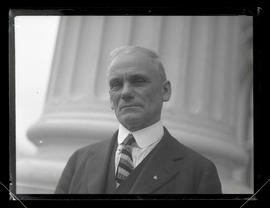 Walter G. Lynn, Oregon House of Representatives calendar clerk, at state capitol
