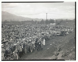 Crowd at Bonneville dam construction site for speech by President Franklin D. Roosevelt