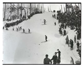 Crowd and skiers at Multorpor ski-jump hill