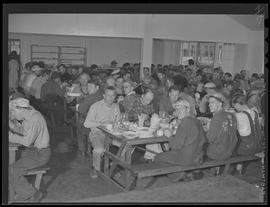 War industry workers in mess hall at Albina Engine & Machine Works, Portland