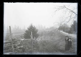 Unidentified woman and girl outdoors, Oregon City, Thanksgiving 1908