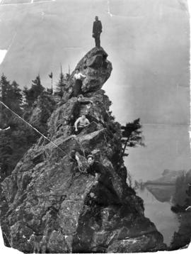 First climbers atop Beacon Rock, 1903