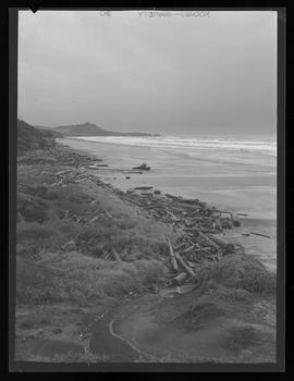 Yaquina Head Lighthouse and beach
