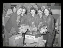 Workers at Albina Engine & Machine Works donating cigarettes for United States troops
