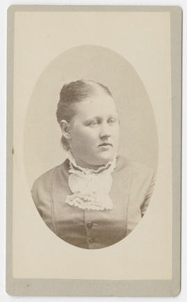 Portrait of an unidentified woman from Thwaites & Potter's Studio