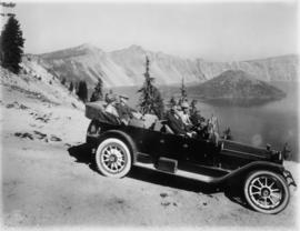 Auto tourists en route to Crater Lake Lodge, circa 1915