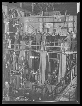 Workers at Willamette Iron and Steel Works, Portland