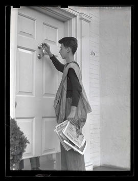 Oregon Journal delivery boy knocking on door
