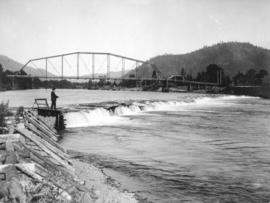 Southern Pacific Railroad bridge over Rogue River near Grants Pass, Oregon, circa 1906