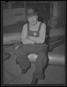 War worker at Willamette Iron and Steel Corporation