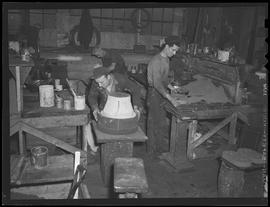 Workers making cores at Crawford and Doherty Foundry, Portland