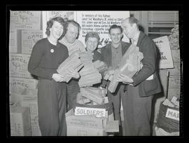 Workers at Albina Engine & Machine Works donating cigarettes during drive for United States t...