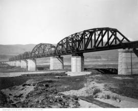 Oregon Trunk Bridge across Columbia River near Wishram, Washington, 1912