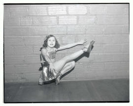 Young ballet dancer in costume, posing en pointe
