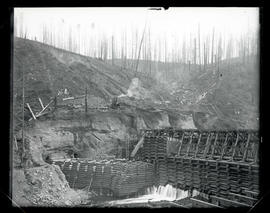 Cazadero Dam, construction