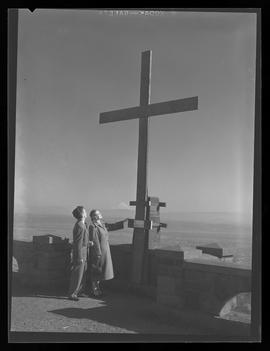 Cross on Rocky Butte with Lutheran minister, H.C. Coovert and Mrs. Coovert