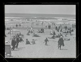 Crowd on the beach at Seaside, Oregon