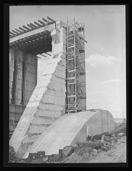 McNary Dam construction