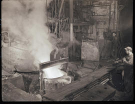 Crane ladle at Columbia Steel Casting Company