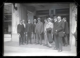 William Howard Taft with group outside Multnomah Hotel, Portland