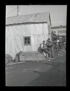 Workers outdoors with lunch boxes, Albina Engine & Machine Works, Portland