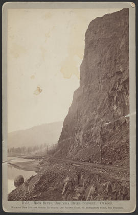 """D53. Rock Bluff, Columbia River Scenery. Oregon."""