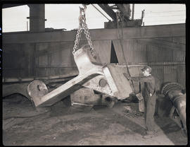 Lifting steel-castings with a crane at Columbia Steel Casting Company