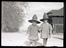 Finley children in Mexican hats