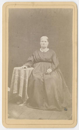 Portrait of an unidentified woman from Gray & Cromwell Studio