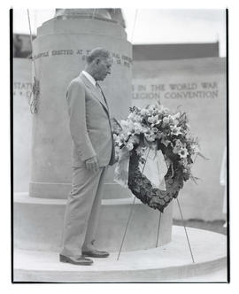 Secretary of War George Henry Dern with wreath at cenotaph, Multnomah Stadium, Portland