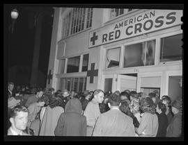 Vanport flood evacuees outside American Red Cross headquarters, Portland