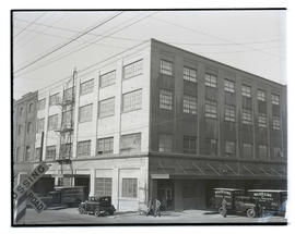 Wadhams and Company, Southeast Third Avenue and Belmont, Portland