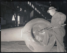 Grinding seams on steel-cast components at Columbia Steel Casting Company