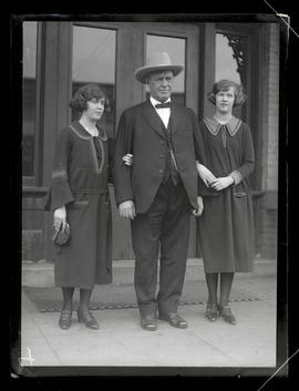 Walter M. Pierce and daughters Edith and Lorraine