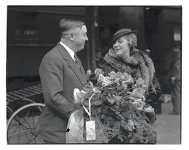 Portland Joseph K. Carson presenting roses to Mary Pickford at Union Station, Portland