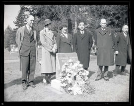 Yōsuke Matsuoka with group at grave of Isabelle Dunbar Beveridge