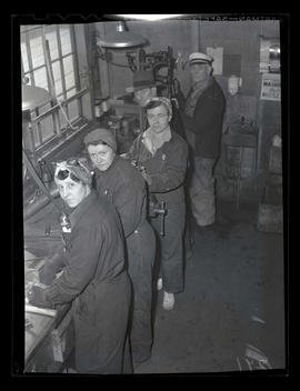 Workers using tools and machinery, Albina Engine & Machine Works, Portland