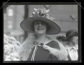 Priscilla Dean in Portland, receiving key to the city