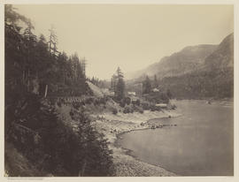 """Middle Block House. Columbia River."" (Mammoth 432)"