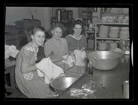 Workers drying utensils during graveyard shift,  Albina Engine &  Machine Works, Portland