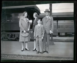 Sir Austen Chamberlain and family at Union Station, Portland