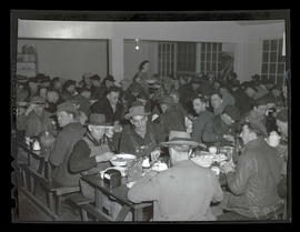 Workers eating in restaurant or cafeteria, Albina Engine & Machine Works, Portland