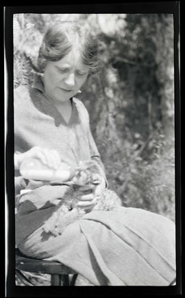 Irene Finley bottle feeding a cougar kitten